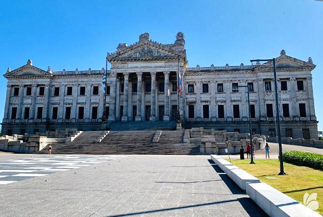 Palatul Legislativ, un alt edificiu maret