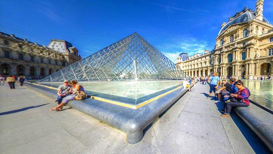 Incursiune la elegantul Louvre
